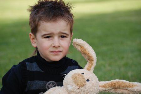 jongen met konijn